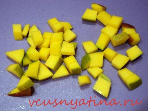 салат с курицей и манго