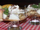 десерт из мороженого и бананов