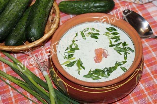 Холодный летний суп с огурцом и семгой
