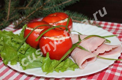 Красные фаршированные помидоры «Новогодние»