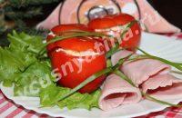 красные фаршированные помидоры