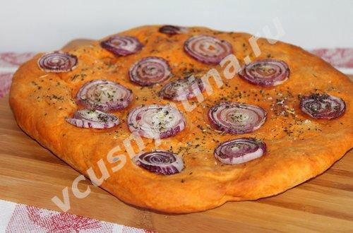 хлеб с луком и паприкой