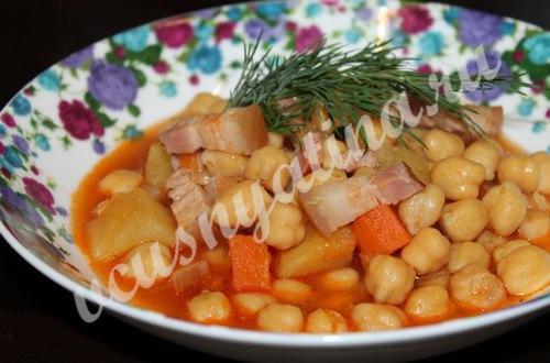 нут с овощами и беконом, рецепт