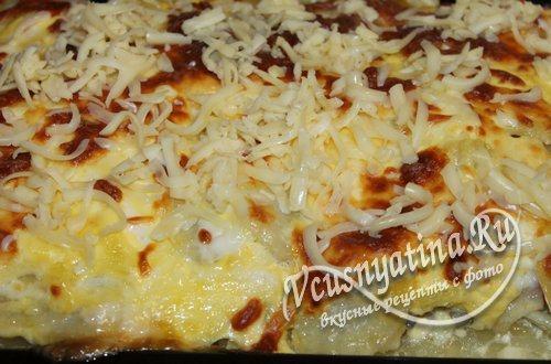 после запекания посыпьте еще раз сыром и вновь уберите в духовку