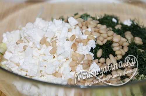 k-kabachkam-peresypte-orehi-syr-zelen-4
