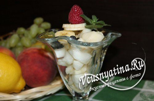 Фруктовый салат из дыни с грушей и бананом, рецепт с фото