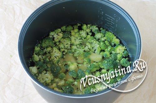 в мультиварке отварить брокколи и картофель