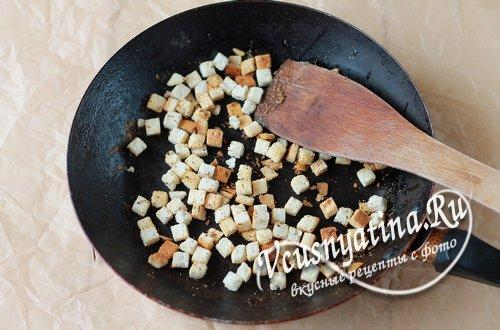 приготовить чесночные сухарики