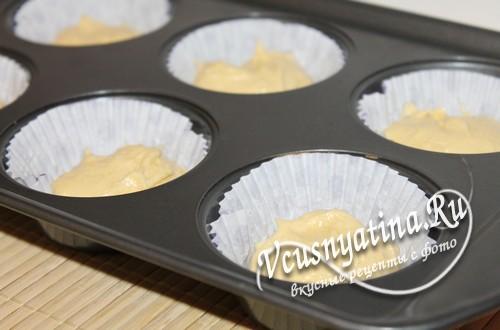 выложите в формочки тесто