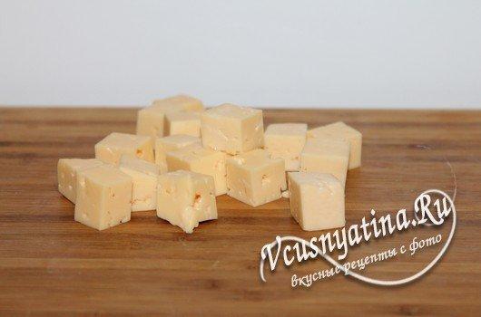 нарезать кусочками сыр
