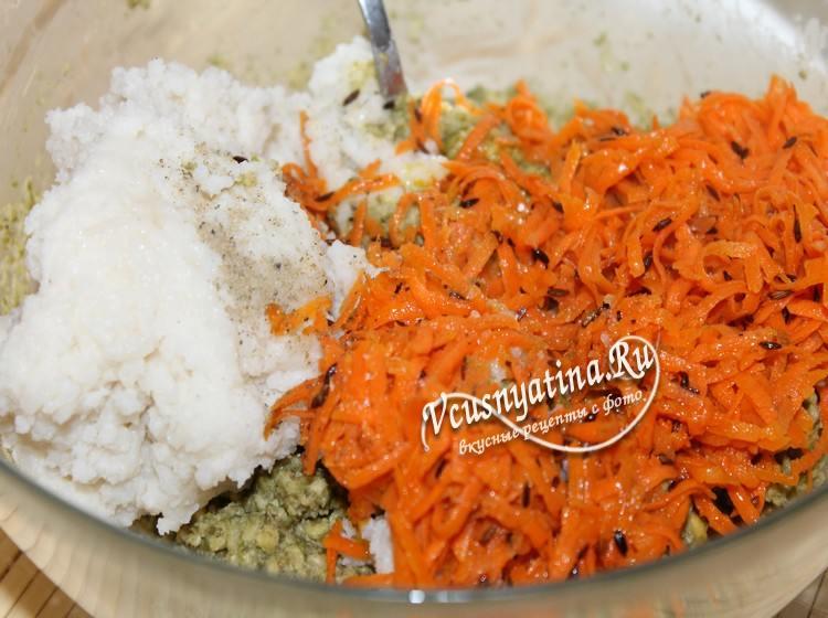 Добавить морковь к рису и машу