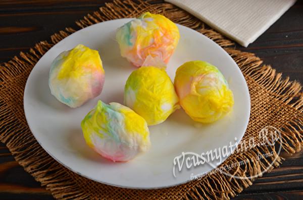 Как интересно покрасить яйца к Пасхе своими руками