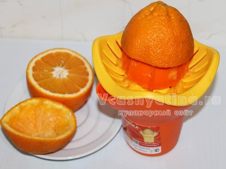 Из апельсинов отжать сок