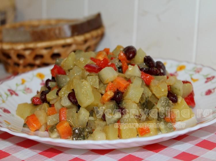 Постный салат с фасолью , рецепт