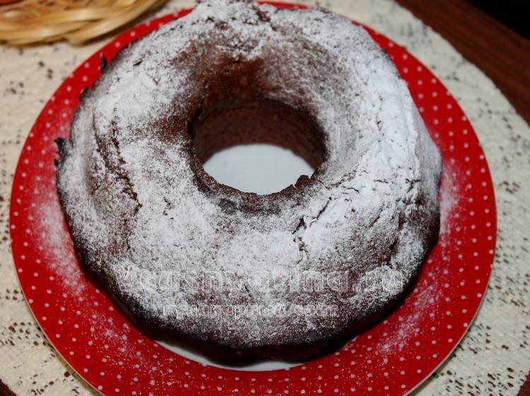 Постный шоколадный кекс с сахарной пудрой