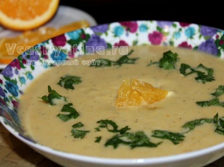 Суп-пюре из кабачков со сливками и цедрой апельсина