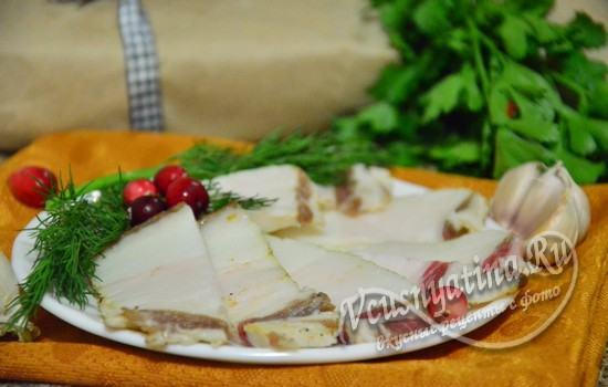 Как засолить сало с чесноком и черным перцем