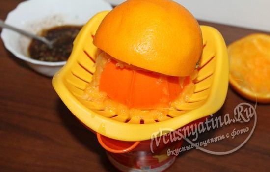 Из одного апельсина отжать сок