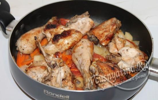 Добавить курицу к овощам