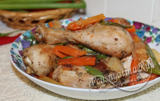 Тушеная курица с овощами и ананасом