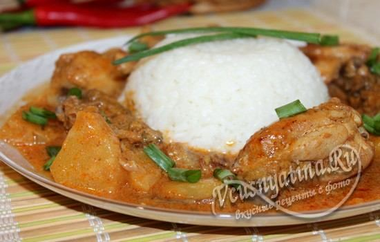 Курица с ананасом и карри в кокосовом молоке