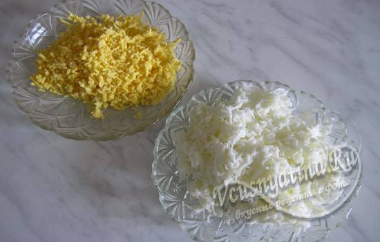Подготовить яйца для салата