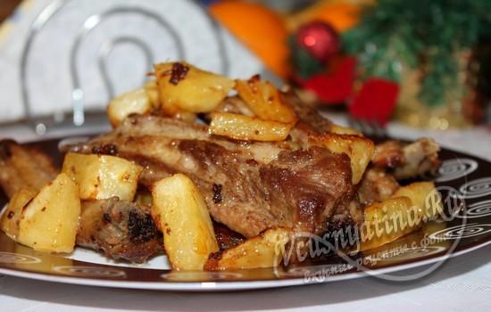 Свиные ребрышки на сковороде, рецепт с ананасами