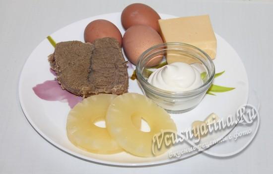 Ингредиенты для салата с говядиной и ананасом