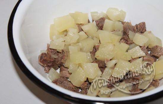 Ананас с мясом соединить