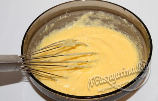 смешиваем сливочную смесь с яичной