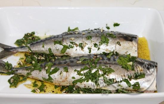обтираем рыбу приправами