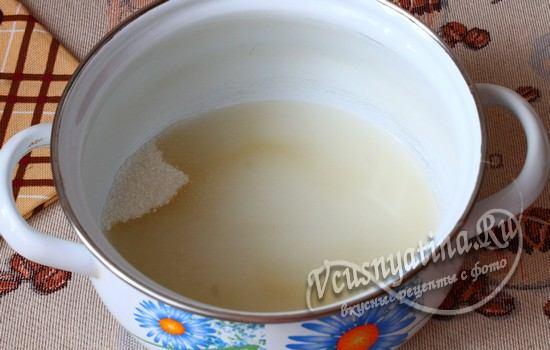 сахар смешиваем с водой