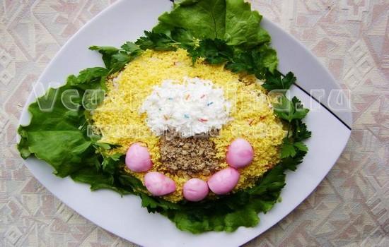 украшаем яйцами