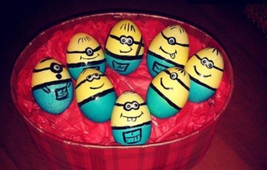 яйца в виде миньонов