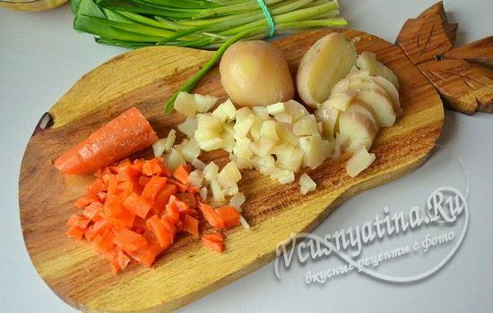 морковь и картошку режем кубиками