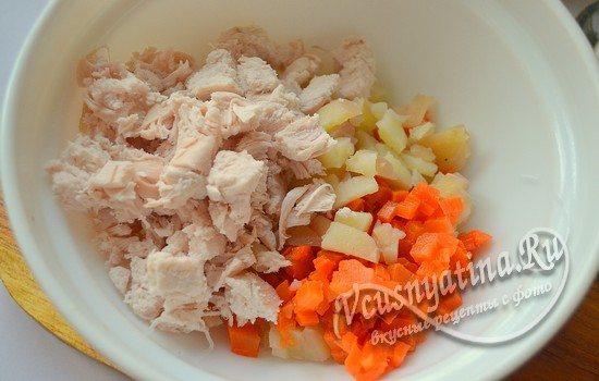 филе добавляем к картофелю и моркови