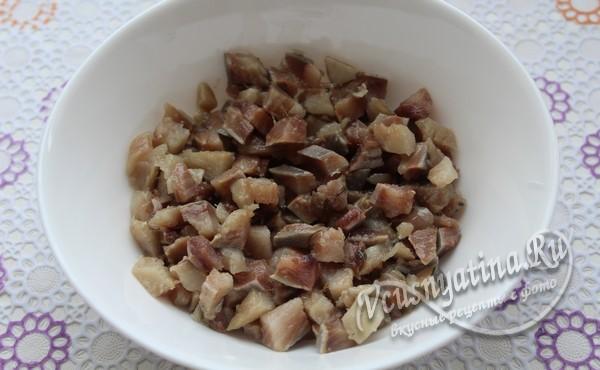 нарезать филе селедки
