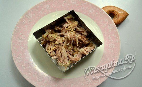 выложить слой мяса