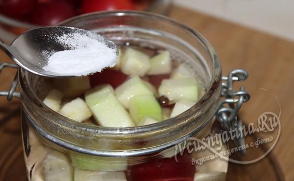 добавить ванилин в компот из алычи и кабачка