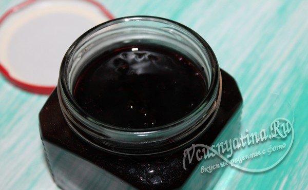 конфитюр из черной смородины в банке