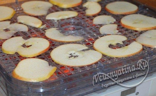 яблоки на поддоне