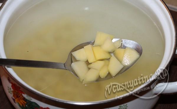 добавить в суп картофель