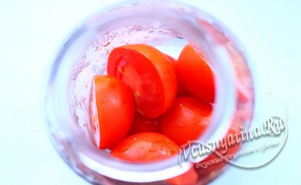 выложить помидоры в банку