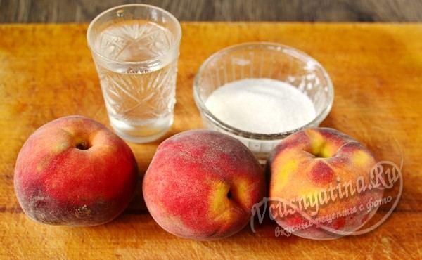 персики и сахар