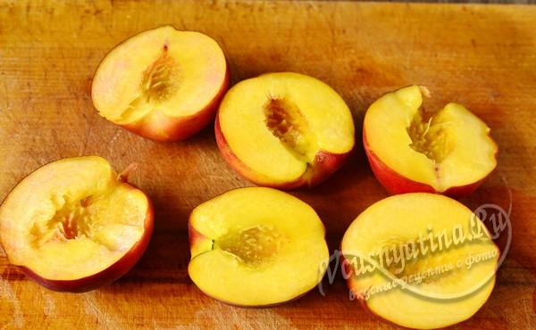 удалить из персиков косточки