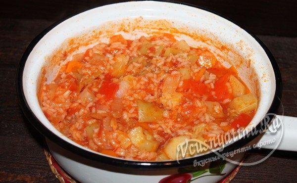 готовый салат с рисом и кабачками