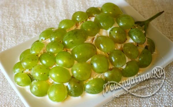салат в виде виноградной грозди