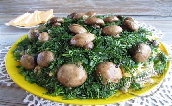 украсить салат грибами