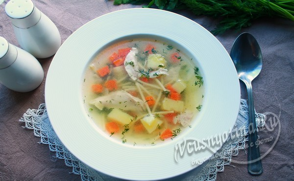 А уже на основе приготовленного бульона вы быстро и без лишних хлопот сможете сварить любой суп с добавлением самых разных продуктов.