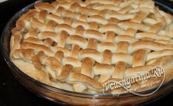 готовый слоеный пирог с грушами